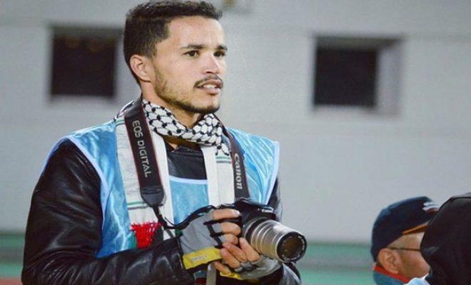 """عصابة إجرامية تهاجم مصور """"أكادير تيفي"""" بحي السلام"""